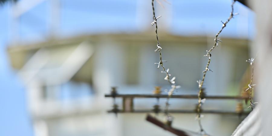 Stacheldraht auf der Grenzmauer in Mödlareuth
