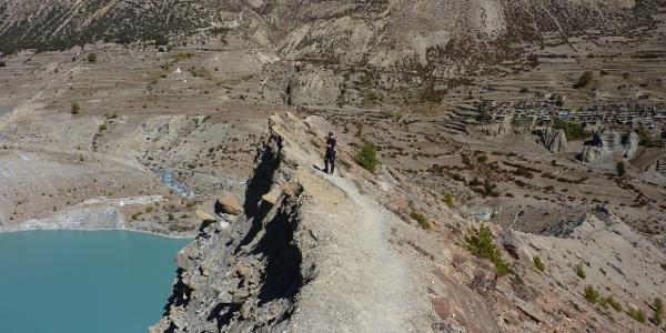 spektakuläre Tiefsicht zum türkisen  Gletschersee
