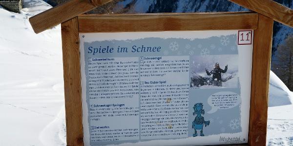 Thementafel auf dem Winter-Erlebnisweg.