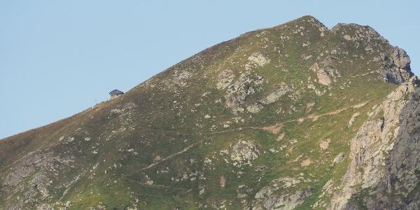 Rifugio Coda auf dem Bergkamm