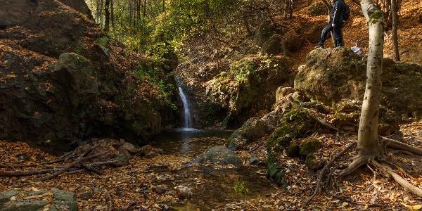 A Jegenye-völgyi vízesés ősszel