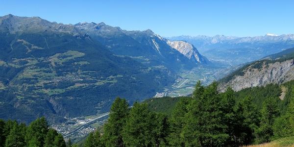 Blick über das Rhonetal beim Aufstieg zur Wiwannihütte.