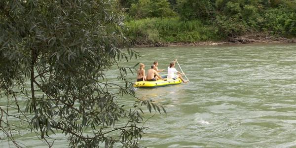 Mit dem Schlauchboot auf der Reuss