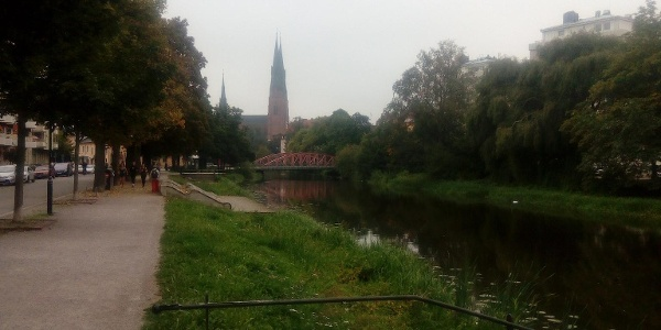 Domkyrkan sedd från ån i Uppsala
