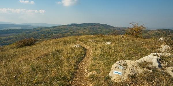 A Kis-kőn a Hegyes-kő előtt