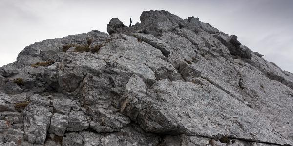 schöner Fels am Gipfelgrat