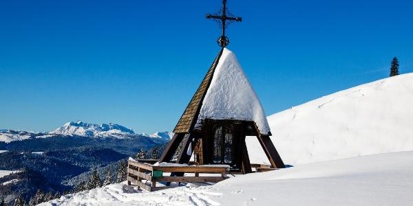 Kapelle mit Blick auf den wilden Kaiser