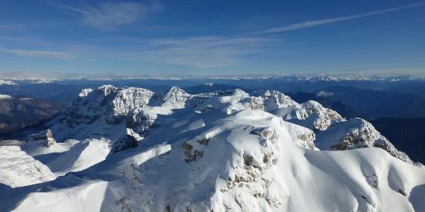 Cima della Vallazza e sottogruppo della Campa dalla scialpinistica di Cima Roma