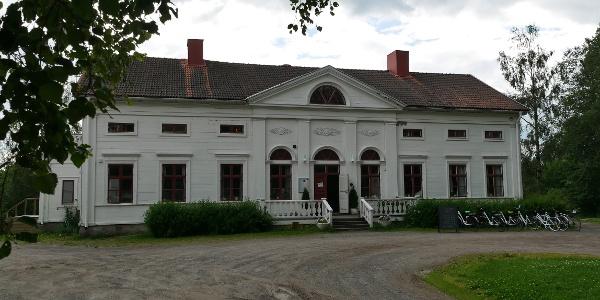 Das Wohnhaus der ehemaligen Sägewerkbesitzer ist heute ein Café, Museum und Laden.