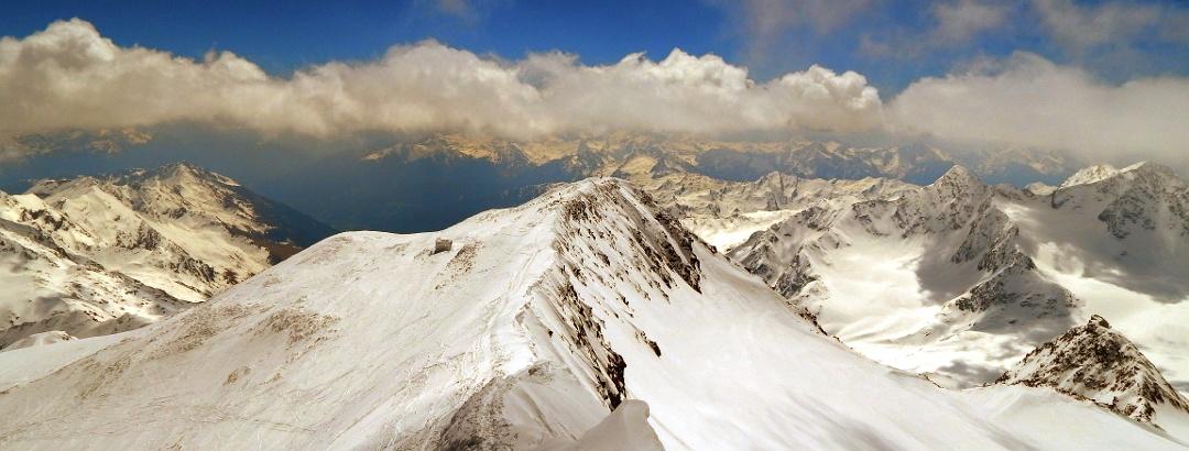 Blick nach Osten - links Österreich, rechts Italien