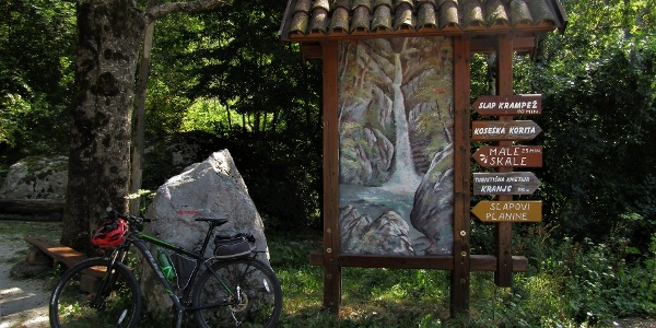 Turn towards the waterfalls in front of the village of Koseč