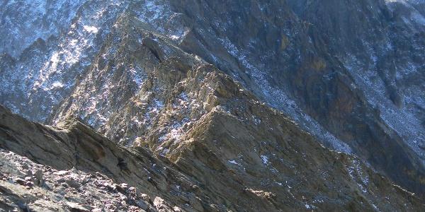 Cima del Baus links und Cima di Nasta rechts aus dem Passo di Dentriti