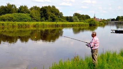 Angler am Wasser in Barßel