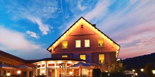 Hotel Altes Zollhaus in Rinteln - Außenansicht am Abend