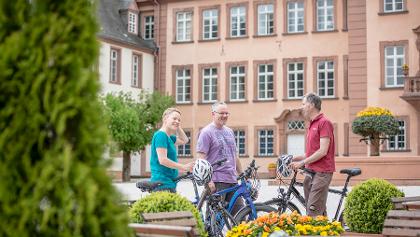 Schloss Berleburg_Radfahrer im Hof