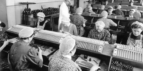 Zigarrenherstellung - manuelle Proguktion in einer Manufaktur
