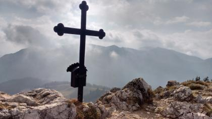Am Gipfel des Fockensteins, im Hintergrund die Kampen