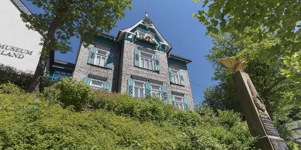 Blick auf das Heimatmuseum Netpherland von der Lahnstraße