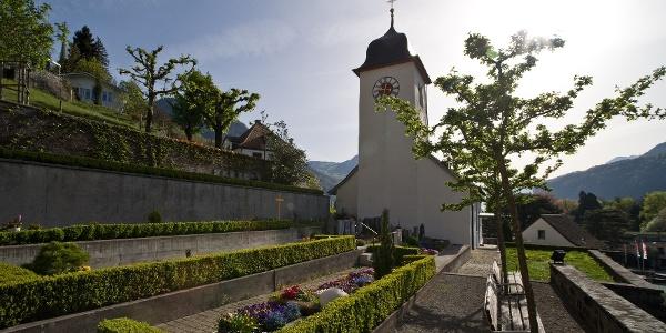 Die Büelkirche thront über dem Städtchen