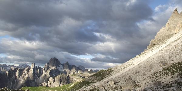 Blick von der Lavaredohütte nach Südwesten zur Cadinigruppe