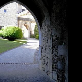 Eingang zum Gelände Château de Lucey