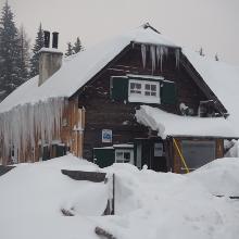Private Kaarlhütte - Ausschank nur für Vereinsmitglieder - geöffnet