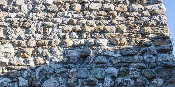 Der Megalithturm in Richensee