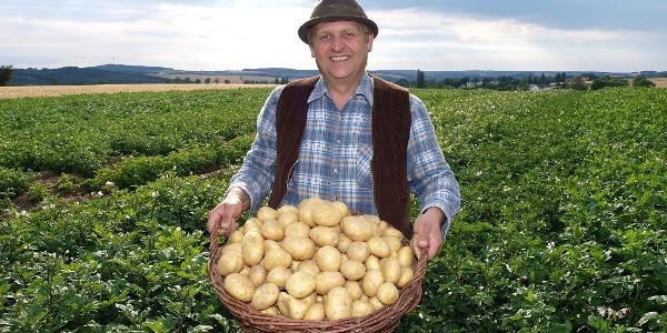 Swen Gündel auf dem Kartoffelfeld