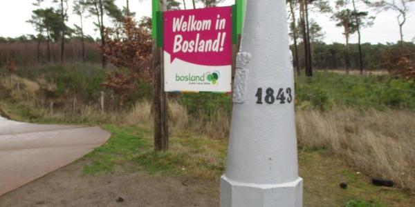 Grenspaal 191 met zicht op de Blekerheide van Bosland Lommel