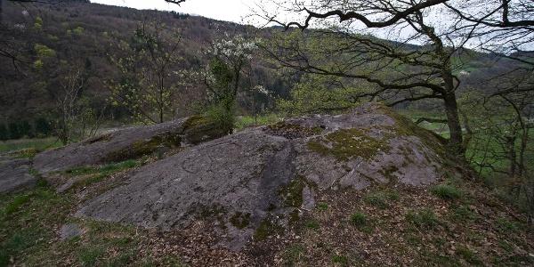 Steinheiligtum mit sichtbaren Markierungen