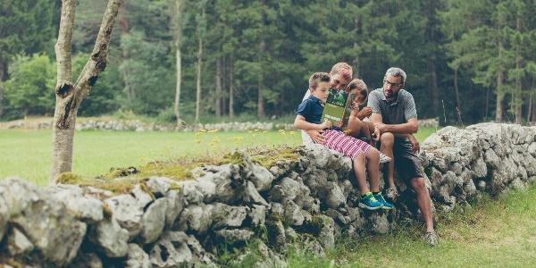 Famiglia sul sentiero