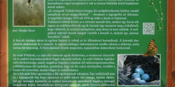 Információs tábla a katonai kutyatemetőnél