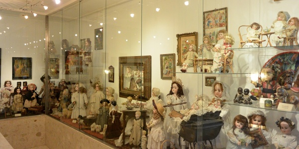 Régi korok játékbabái a tihanyi Babamúzeumban
