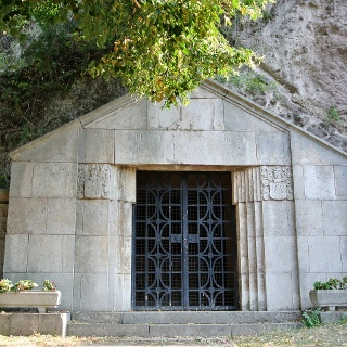 A zebegényi sziklakápolna bejárata