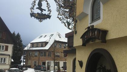 Gasthaus und Bushalt Falken