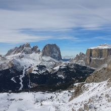 Ausblick im Skigebiet Val di Fassa auf Sellastock