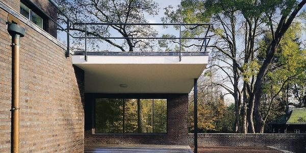 Museum Haus Esters, Krefeld: Terrassenbereich, Gartenseite, Süden