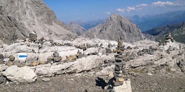 Steinmännchen markieren den Weg