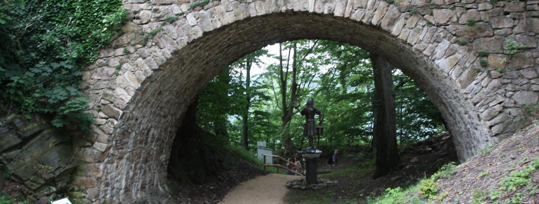 Brücken auf dem Gelände der Burgruine Bad Harzburg