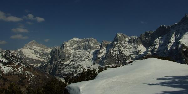 Čisti vrh mit Triglav und Kanjavec im Hintergrund