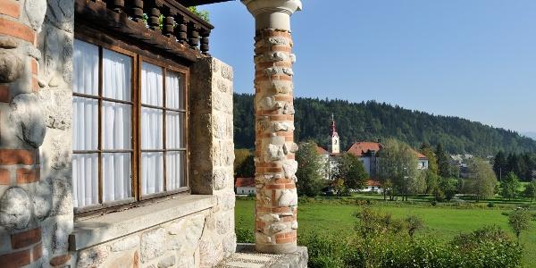 "Plečnikova kapelica ""Jožamurka"" (Vaška pot Begunje)"