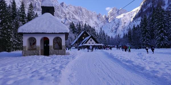 Die Tamar Hütte mit der Kapelle