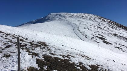 Wenig Schnee im Gipfelbereich
