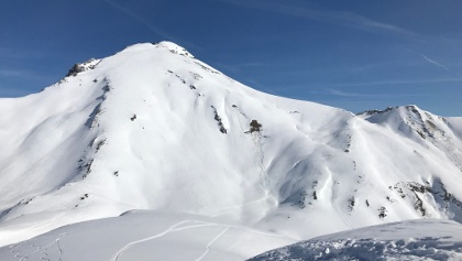 Namloser Wettespitz Gipfelhang (südseitig). Harsch, später wahrscheinlich Firn