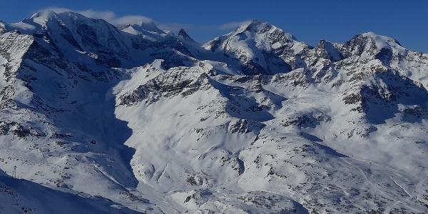 Gipfelaussicht über Piz Palü, Piz Bernina, Piz Morteratsch (v. l nach r )