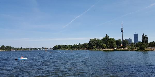 Alte Donau und Donauturm