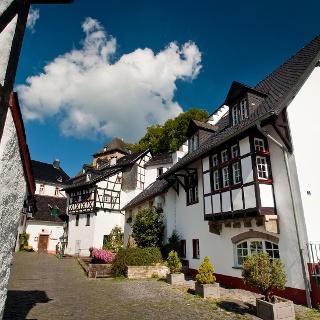 Historischer Ortskern Blankenheim - unter einem Haus entspringt die Ahr