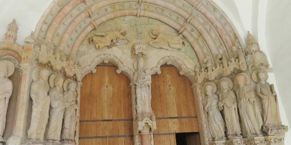 1. Paradiesportal des Paderborner Doms, links in der Mitte der Hl. Jakobus