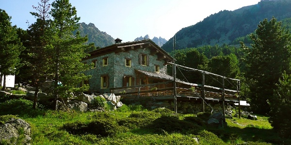 Rifugio (Berghütte) Bagnour im Bosco dell´Alevé.