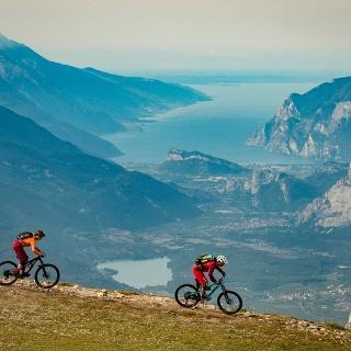 Il lago di Garda dalla cima della Paganella